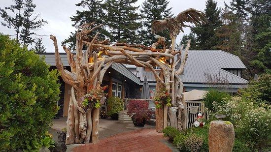 Kingfisher Oceanside Resort and Spa: Spa Entrance