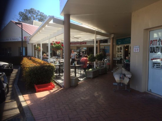Outside seating at The Vintage Pantry, Pitt Town NSW