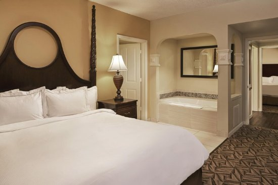 Hilton Grand Vacations at SeaWorld: Three Bedroom Suite Bedroom