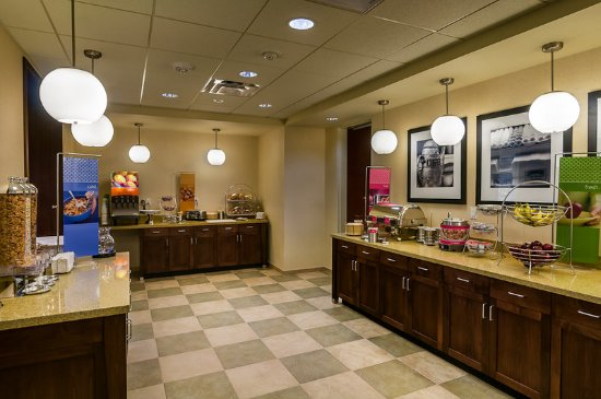 Hampton Inn & Suites Salem: Free On the House hot breakfast