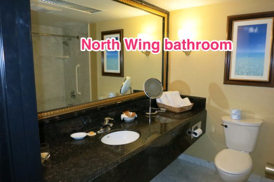 Peppermill Resort Spa Casino: North Wing: Bathroom (Very clean! Yay!!!)