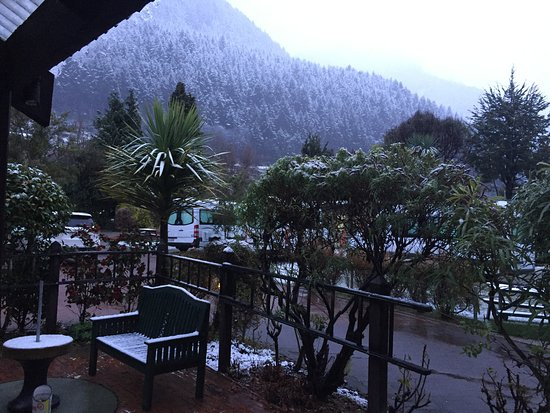 Queenstown Holiday Park & Motel Creeksyde: View from front door of motel room