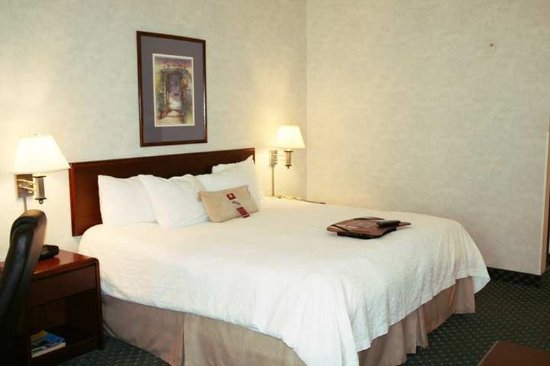 Lancaster, OH: Guest Room