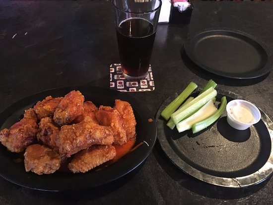 Sidney, OH: Nice size on the chicken wings!