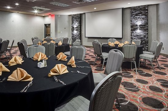Hampton Inn Iowa City / Coralville: Twelve01 Restaurant Meeting View