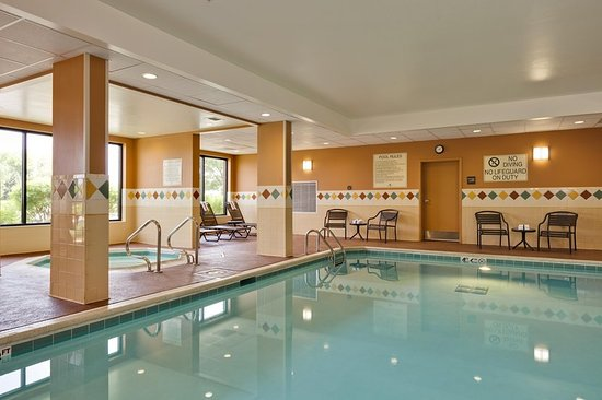 Hampton Inn - McHenry: Hotel Pool