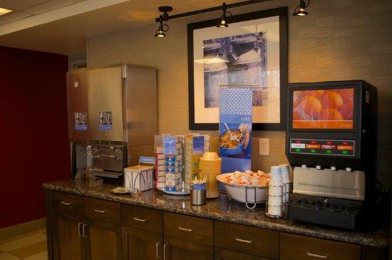 Hampton Inn & Suites Flagstaff: Breakfast juices