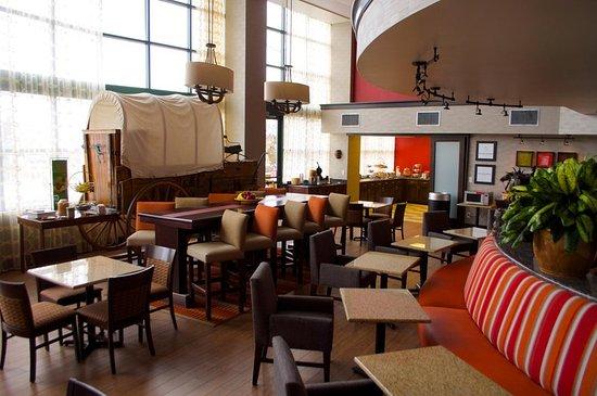 Hampton Inn & Suites Flagstaff: Breakfast Area