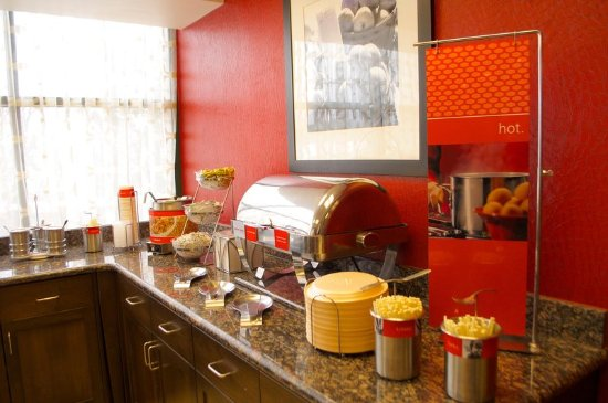 Hampton Inn & Suites Flagstaff: Hampton's free hot breakfast