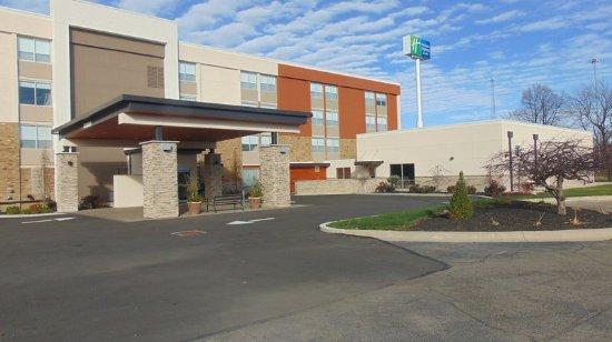 Wapakoneta, OH: Hotel Exterior