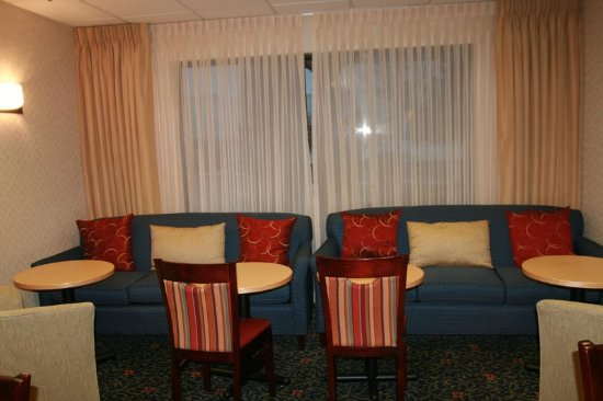Elgin, IL: Perfect Mix Lobby Seating