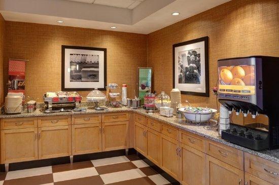 Hampton Inn & Suites Langley Surrey : Breakfast Serving Area