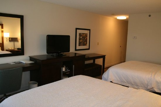 Hampton Inn Birch Run/Frankenmuth : Two Queen Beds Guest Room Beds