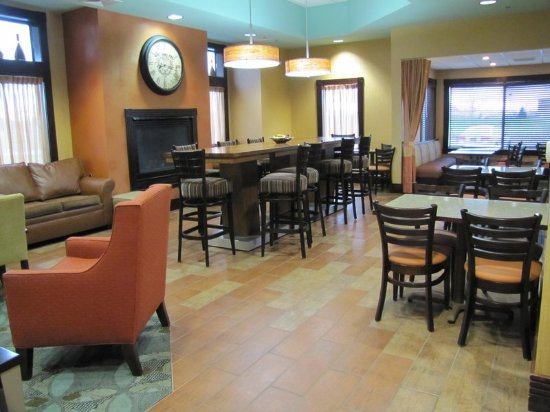 Hampton Inn Birch Run/Frankenmuth : Lobby Tables