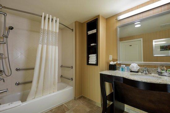 Yonkers, Nova York: Accessible Bath