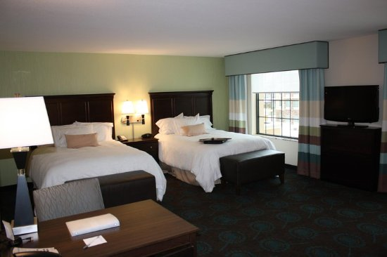 Saint Cloud, MN: 2 Queen Bed Studio Suite