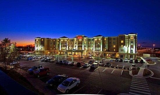 Sterling, VA: Hotel at dusk