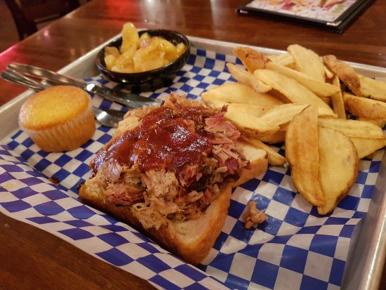 Famous Dave's BBQ : Awesome BBQ!