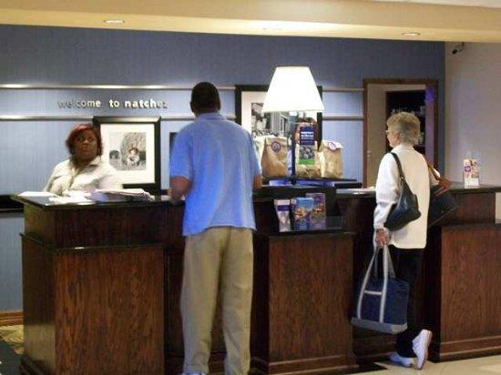 Hampton Inn & Suites Natchez: Lobby