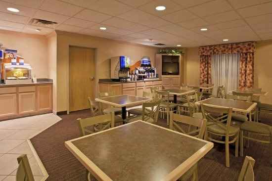 Holiday Inn Express Vermillion: Breakfast Area