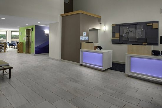 Holiday Inn Express Richmond Mechanicsville: Enjoy a Friendly and Efficient Check-in On Each Stay With Us!