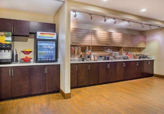 Cookeville, TN: Breakfast Buffet
