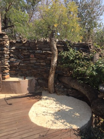 Impodimo Game Lodge: outdoor shower!