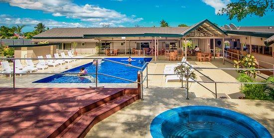 Tanoa Skylodge Hotel : Pool & Decking Area