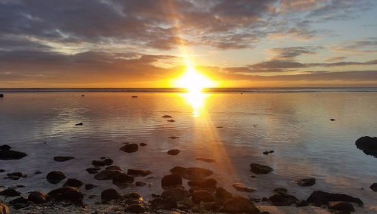 Arorangi, Cook Islands: Sunset during the walk to the Oceans Restaurant