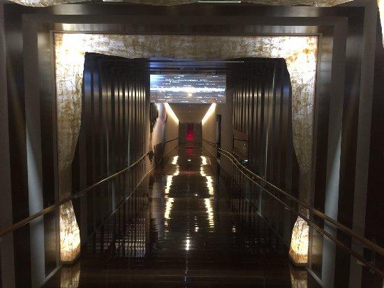 Saito, Japan: 西都原考古博物館の入口部分