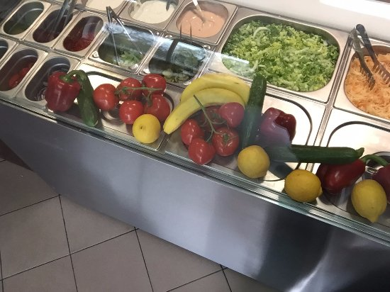 Sroda Wielkopolska, Polonia: Zawsze świeże warzywa i duży wybór sosów.