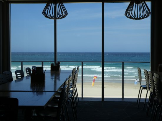 Coolum Beach, Australia: view from table toward surf beach