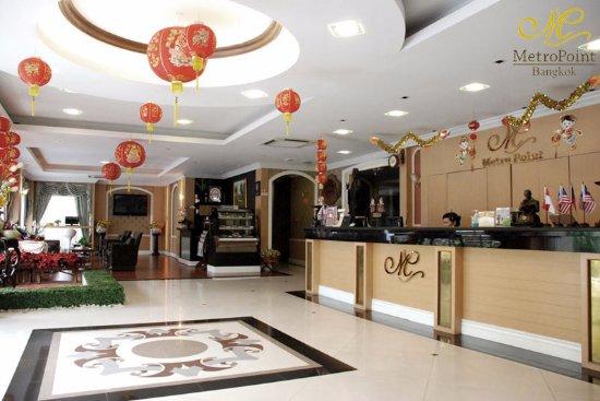 MetroPoint Bangkok Hotel: Hotel Lobby and cafe