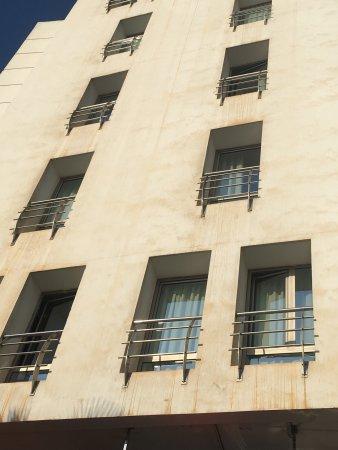 Ibis Casa Sidi Maarouf: La face extérieur...