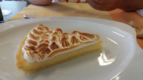 Braccagni, Италия: crostata con lemon curd e meringa