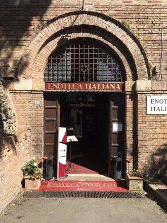 Enoteca Italiana : The entrence