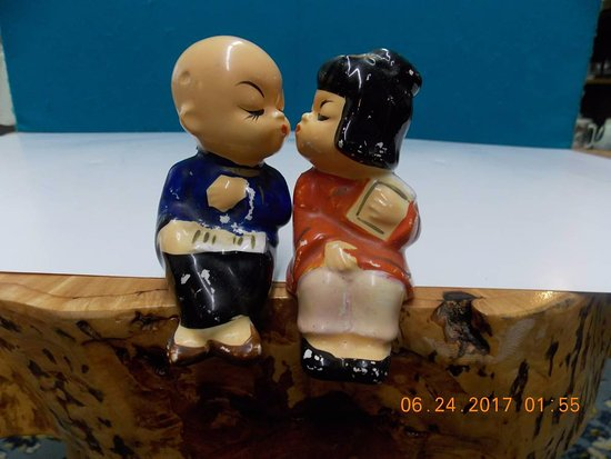 Mills River, NC: Asian Pair Vintage Salt Pepper Shakers