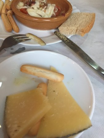 Pueblo Nuevo de Guadiaro, Spain: tapas