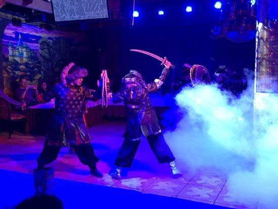 Theatre Folk Show Kazan: Впечатлили костюмы артистов ! Свет , спецэффекты, голоса ! Восторг !!!