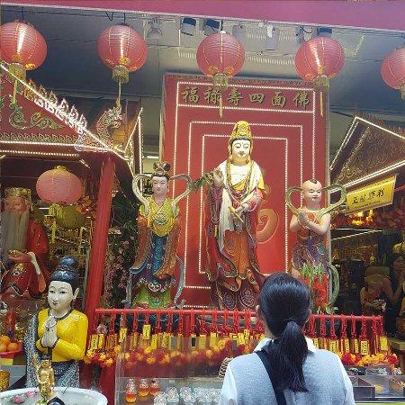Bugis, Singapur: Another Kuan Yin Statue on the way