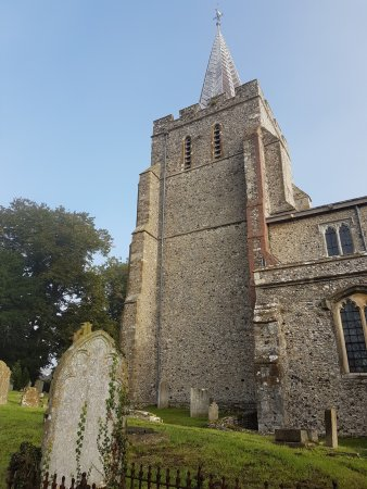 Elham, UK: Tower and graveyard