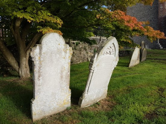 Elham, UK: Historic gravestoned
