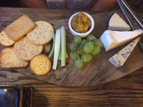 Great Dunmow, UK: Very nice cheese board