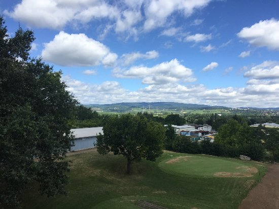 Budenheim, Jerman: Aussicht auf den Golfplatz vom Fenster aus