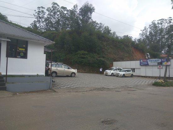 Rochas Restaurant : Parking Space
