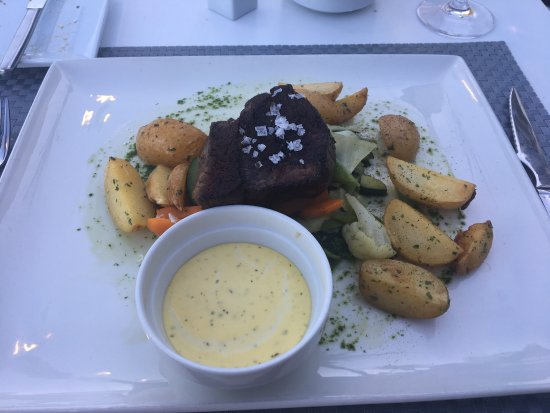 Don Leone: Fillet Steak with roasted potatoes and vegetables!