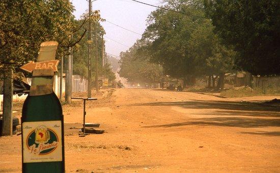 Malanville, Benin: Ein Bier für durstige Kehlen