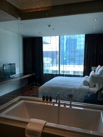 Akyra Thonglor Bangkok: Mein Schlafzimmer In 3 Bedroom Suite 1313 Mit Blick  Zum Pool