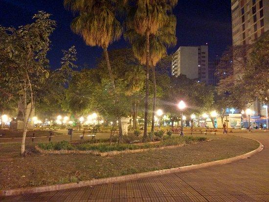 XV de Novembro Square : Noite