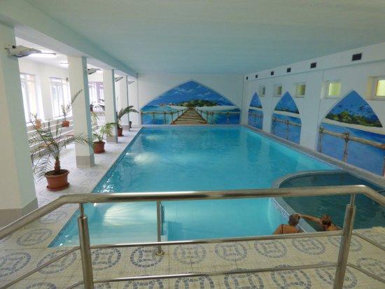 Hokovce, Slowakei: Vnútorný plavecký bazén a malý relaxačný